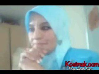 Arab hijab स्लट पर वेबकॅम दिखा उसकी टिट्स और pus