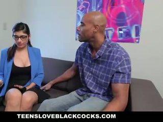Mia khalifa fucks كبير أسود كوك