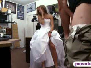 Babe pawns henne bryllup kjole og railed av pawn keeper