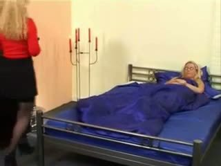 Lesbisk mommy having kul med henne dotter video-