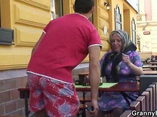 Öfkelenerek grandmother acquires onun teenaged joystick