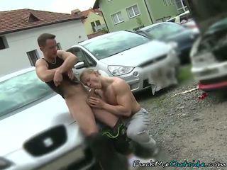 汽车 mechanic barebacks 他的 顾客