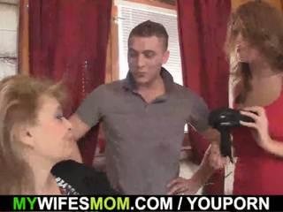 Girlfriends forró anya inlaw takes azt -től mögött