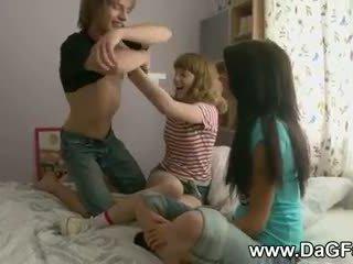 Harcore tuvalet ile schoolgirls