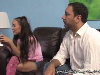 Amai liu goes čierne v predné na ju otec