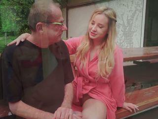 Paso papá fucks joven señora licking su pies corrida en