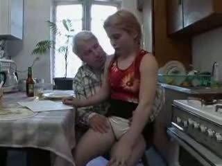 Sb3 sie knows was bis erwarten wenn großvater gives sie ein