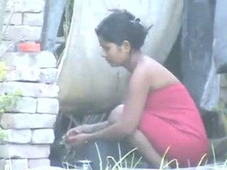 India desa gadis mandi outdoors