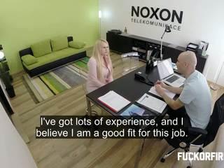 офіс, інтерв'ю, doggy стилі