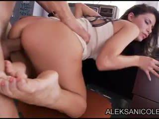 Aleksa nicole 在 closet
