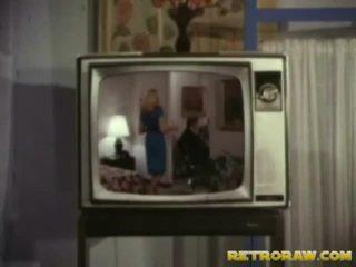 Retro tv menunjukkan trio