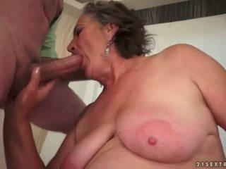 Włochate babcia enjoying paskudne seks