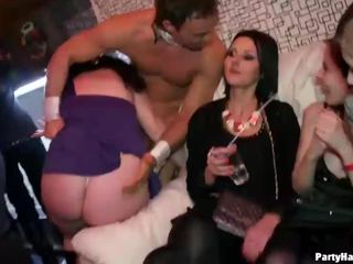 Knockout babes keppimine the male strippers