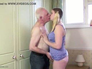Paffuto giovanissima fica filled con vecchio cazzo
