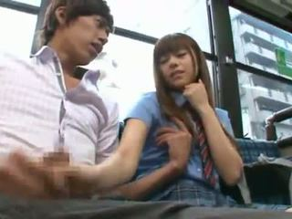 Rina rukawa sleaze koreansk fuzz gives en kiss onto en buss