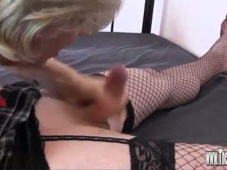 Dominação feminina helps two hooters crossdressers para chupar grande caralho e spunk