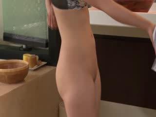 Seksual aziýaly hottie gives soapy massaž