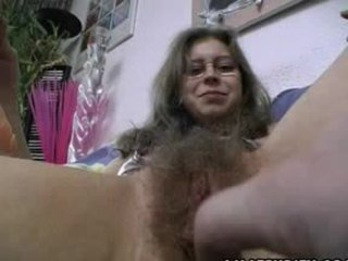 Hårete amatør gets trimmed og barbert