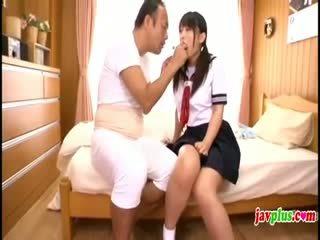 जपानीस innocent स्कूलगर्ल seduced द्वारा पुराना अग्ली अंकल