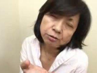 Ιαπωνικό μαμά sucks swallows & squirts