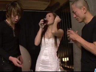 Kazumi nanase feels plusieurs men baise son cherry