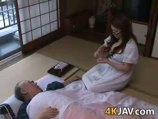 जापानी, बड़े स्तन, ओल्ड + युवा