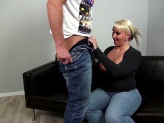 Dojrzała curvy matka fucks młody nie jej syn: darmowe porno 92