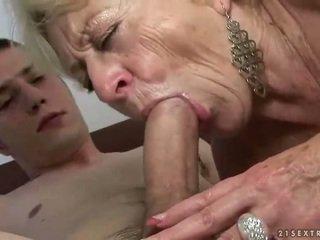 Mummi ja pojat enjoying kova seksi