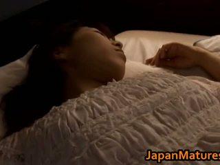 Mature japonais poulette gets fingered