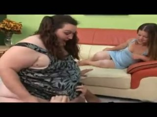 Guy fasz nagy lány és egy kisnövésű