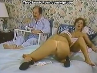 Karen panas, nina hartley in porno klasik clip with a