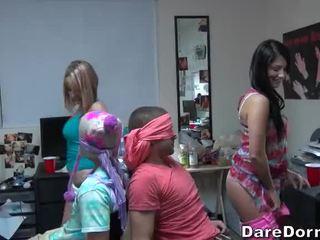 Deri kızlar binme the guys ve gave onları lap dance