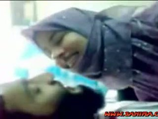 Сладурана hijab shows тя тяло