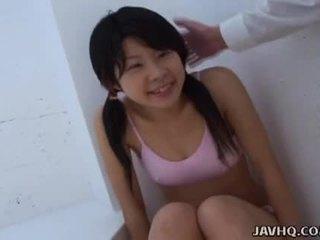 Aziatike adoleshent duke thithur ajo si i vështirë si ajo mund
