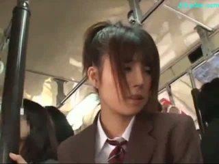 משרד גברת stimulated עם ויברטור giving מציצות ב שלה knees ב the אוטובוס