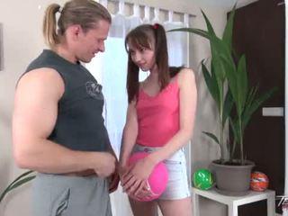 Pigtailed tini lány gets bald punci elélvezés tovább