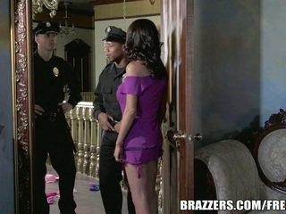 Kisasszony mckenzie wants hogy fasz egy zsaru. ő gets neki kívánság