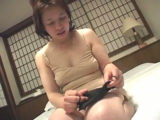 Porner premium: cachonda madura japonesa nena masturbándose en camera