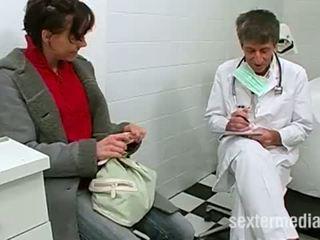 Doktor trojka s a malé teenie