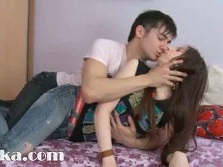 這 18yo 女孩 having 附帶 在 她的 的陰戶