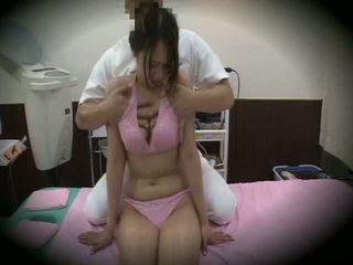 Spycam reluctant mädchen massage sex 1
