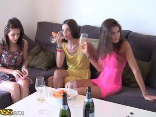 Na zewnątrz pieprzyć z pijane college dziewczęta