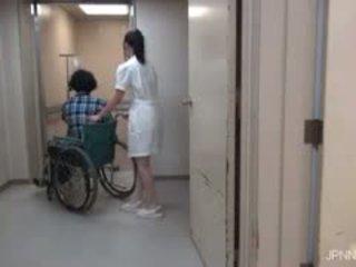 Essi are in il ospedale e questo pupa part1