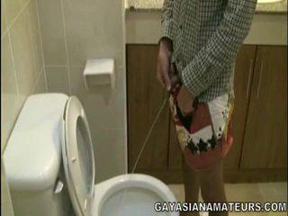Můj homosexuální asijské urinate a připojenými opčními