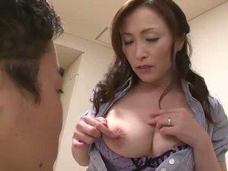 Krūtainas aziāti mammīte
