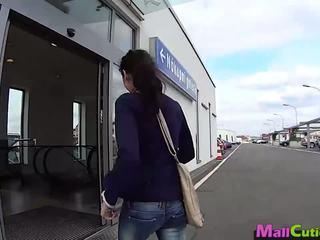 Mallcuties - amatoriale ragazza sucks un stranger in un shop.