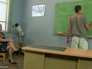 vanaemake, klassiruum, moms ja boys