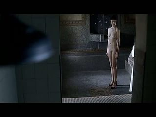 Olga kurylenko fullständig frontal kön scener