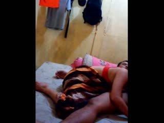 Indonezyjskie laska had jej cipka licked i fingered
