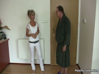 On leaves in stare parents seduces njegov yummy gf